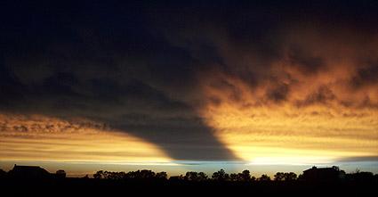 étrange et gigantesque ombre filmée depuis l'Iss Sunset713